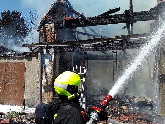 Požár rodinného domu v Popůvkách na Třebíčsku.