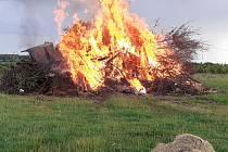 Pálení ohně v Příložanech