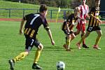 Mladší dorostenci HFK Třebíč (v červenobílém) ve vloženém 15. kole Moravskoslezské divize D prohráli s Hodonínem oba poločasy shodně 1:3.