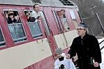 Takto se jemničtí loučili 31. prosince 2010 s posledním vlakem pravidelné osobní přepravy objednané Krajem Vysočina.