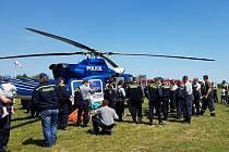 Hasiči z Rudíkova mají měsíc nové vozidlo. Už plnili vrtulníkový vak