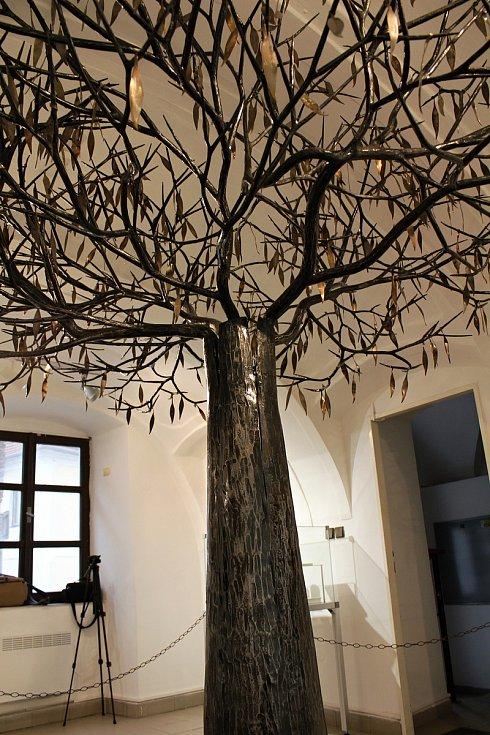 Strom života v expozici Antonína Kaliny v Třebíči.
