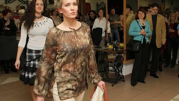 K vidění bude přehlídka módní návrhářky Dany Dobřichovské.