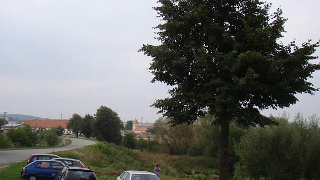 Z Lipníku na Třebíčsku pocházel bývalý českobudějovický biskup Josef Hlouch.