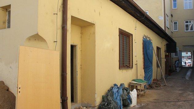 V Třebíči už budují nové veřejné záchody pro centrum města.