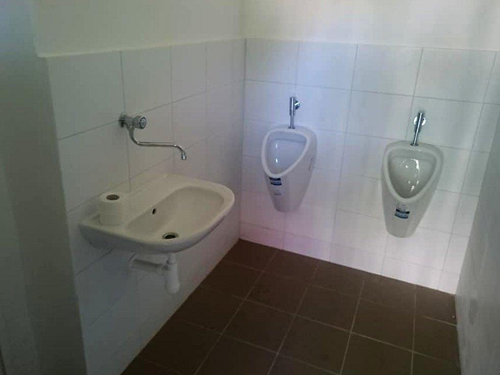 Zvýšení komfortu se dočkalo v těchto dnech také vlakové nádraží v Jemnici. SŽDC tam nechalo zrekonstruovat veřejné záchodky.