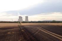 Snímek je ze zásahu hasičů u požáru pole v blízkosti dukovanské jaderné elektrárny.