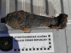 Policejní pyrotechnik munici identifikoval jako dělostřeleckou tříštivou minu ráže 81 mm, maďarské výroby.