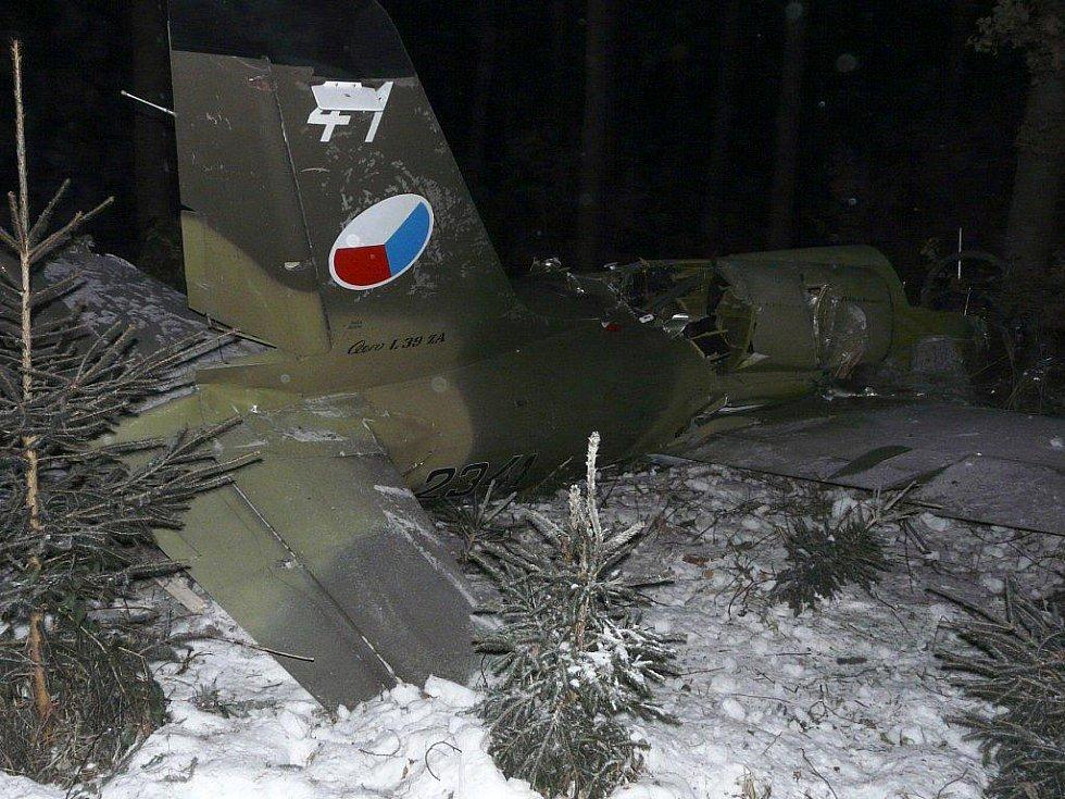Cvičný letoun L-39 Albatros z domovské vojenské letecké základny Sedlec – Vícenice u Náměště se ve čtvrtek 16. prosince ve 14.42 hodin po technické závadě zřítil asi dva kilometry za obcí Biskupice.