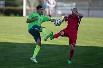 V dresu fotbalistů Náměšti nad Oslavou (v zelených dresech) už na jaře nebude pokračovat útočník Radek Durda.