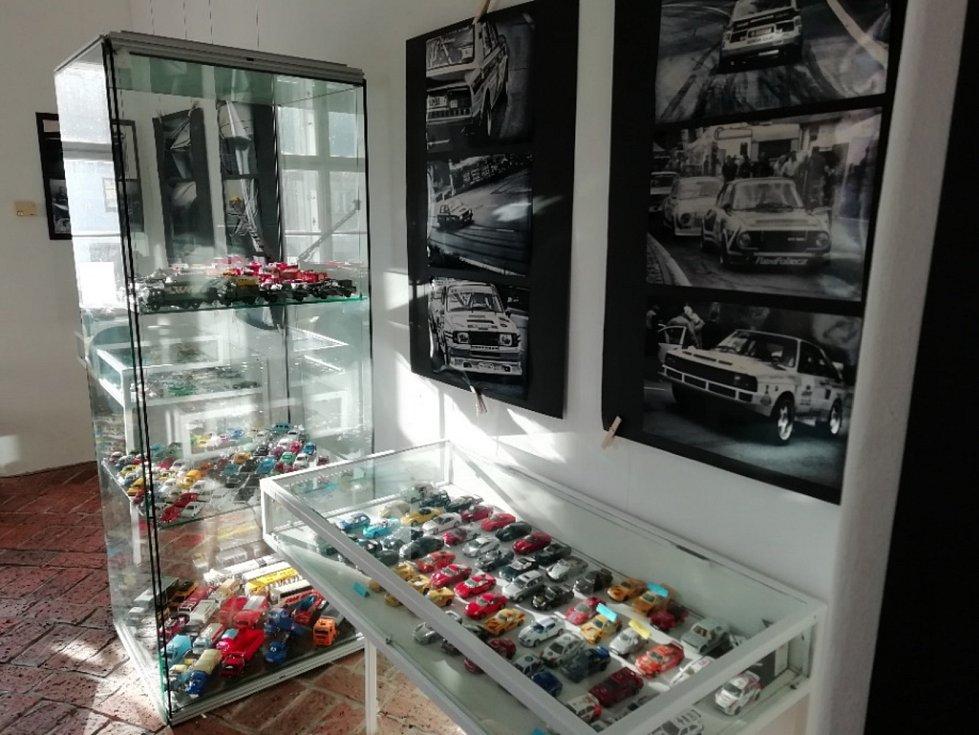 Výstava modelů autíček v Náměšti nad Oslavou.