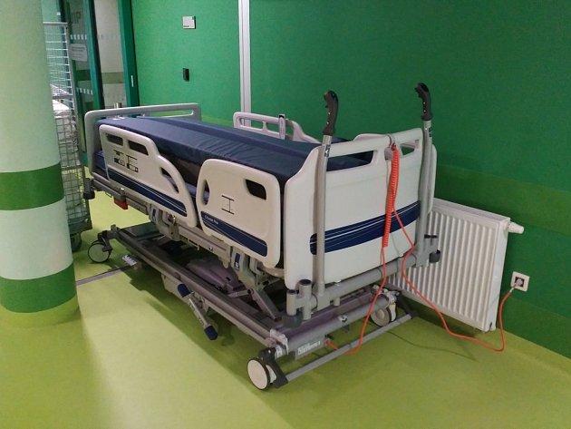 Třebíčská nemocnice pořídila speciální lůžko pro těžce obézní pacienty
