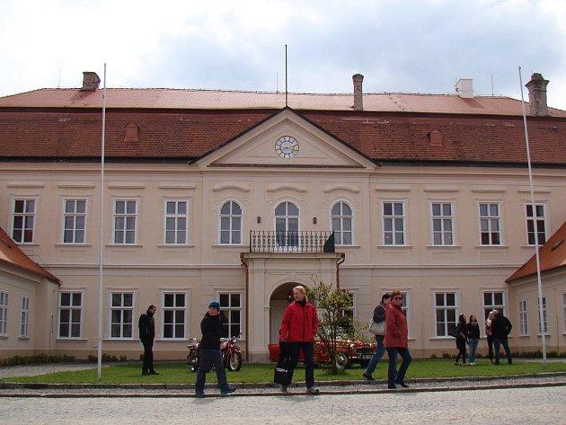 Z velké části zrekonstruovaný zámek v Dukovanech se v sobotu slavnostně otevřel veřejnosti.
