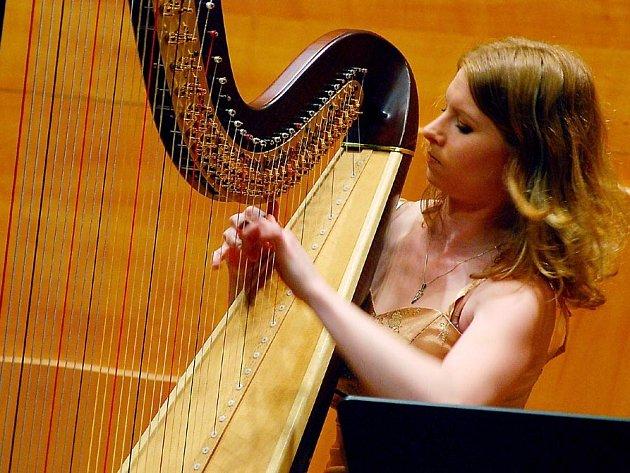 O tom, že v třebíčském divadle vystoupí řada známých jmen, není pochyb. Mezi nimi se objeví i harfenistka Ivana Dohnalová.