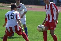 Mladší dorostenci HFK Třebíč (u míče) v derby přehrávali Vrchovinu po celý zápas a převahu vyjádřili také střelecky. Domácí rivala z Vysočiny vyprovodili deseti góly.
