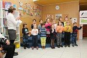 Městská knihovna v Třebíči ocenila své nemladší čtenáře. V kulturním programu vystoupily děti z MŠ Benešova.