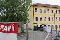 Základy tělocvičny u Základní školy Komenského v Náměšti nad Oslavou.