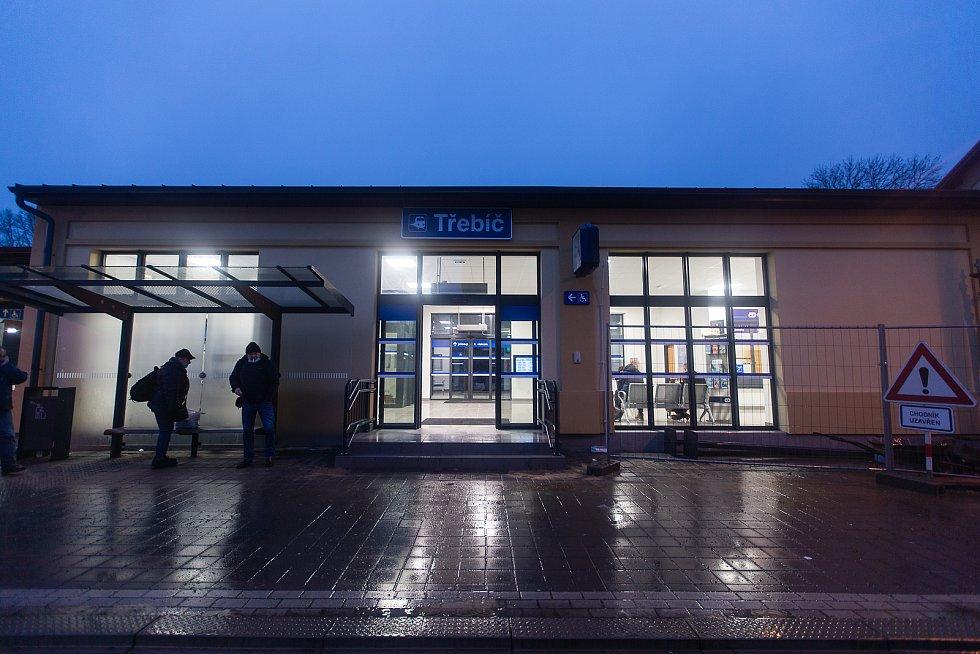 Nově zrekonstruovaná nádražní budova v Třebíči.