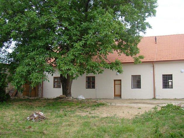 Budova fary v Lukově, kterou v dětství navštěvoval ministrant a později kněz Jan Bula, se dočkala generální opravy.