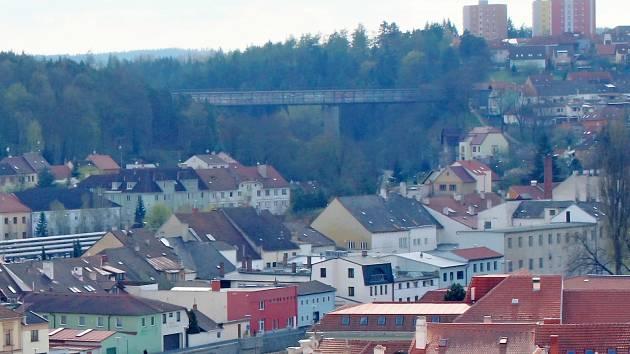 Most přes Libušino údolí v Třebíči.