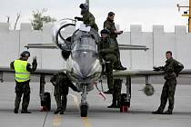 Od pondělka do čtvrtka se burácení vojenských letadel nad hlavami civilistů v rámci letošních největších vojenských manévrů v tuzemsku dostane do závěrečné třetí fáze.
