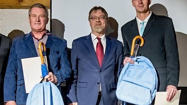 Vlevo Zdeněk Raus z Gymnázia Třebíč, vpravo Vítězslav Svoboda z Obchodní akademie a Hotelové školy v Třebíči.