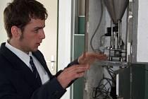 Jan Krejčí z havlíčkobrodského gymnázia na letošní Středoškolské odborné činnosti v Gymnáziu Třebíč dokázal, jak se dají vlastní nápady proměnit v reálně fungující přístroj.