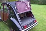 Hlavní výroba Citroënu 2CV se rozeběhla v roce 1948, poslední exemplář vyjel z továrny na začátku devadesátých let. Vůz se stal legendou, lidé na něj v pořadnících čekali i šest let.