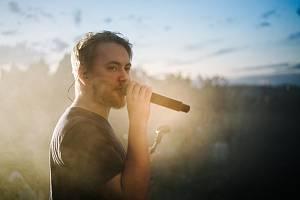 Zpěvák a muzikant Michal Šafrata slibně rozjíždí svou kariéru.
