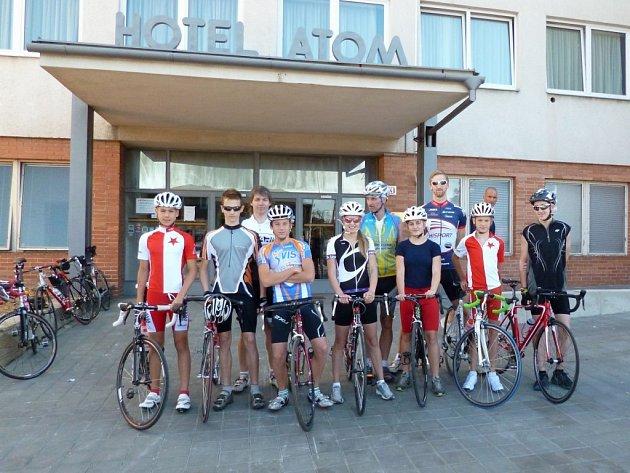 Reprezentanti byli ubytovaní v třebíčském hotelu Atom. Odtud mířili například na cyklistický trénink směrem na Budíkovice nebo Rokytnici nad Rokytnou.