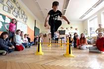 Na Základní a mateřské škole v Koněšíně, kde si pedagogové pro žáky místo výuky připravili soutěže a sportovní hry, z čehož měly děti velkou radost.