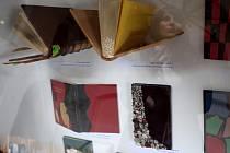 Uměleckou knižní vazbu představuje výstava knihaře Vladimíra Werla v třebíčské zadní synagoze. Představí 96 exemplářů z knihařovy dílny.