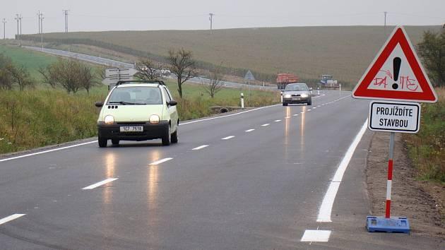 Třebíč a Telč jsou si opět o něco blíž, alespoň co se týče kvality silnice, která je spojuje. Ředitelství silnic a dálnic nechalo opravit silnici I/23 v úseku Červená Hospoda Veverka.