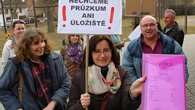 Obyvatelé Ratibořic na setkání s šéfem správy úložišť dali najevo svůj nesouhlas s budováním hlubinného úložiště i s průzkumy.