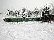 Klubovna petrovických hasičů se stala legendou. Vyřazený železniční vagon stál na místním hřišti od počátku 80. let a jeho atmosféra byla neopakovatelná.