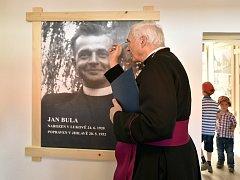 Výstavám v pamětní síni požehnal generální vikář brněnské diecéze Jiří Mikulášek.