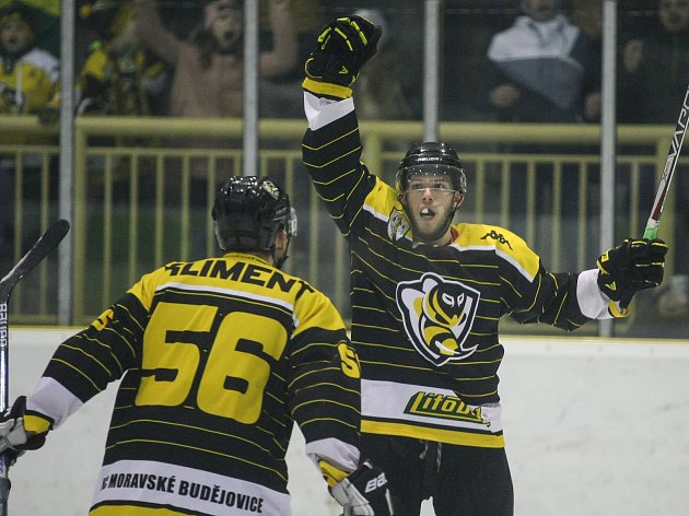 Utkání play-off druhé ligy mezi HC Moravské Budějovice 2005 a HC Tábor.