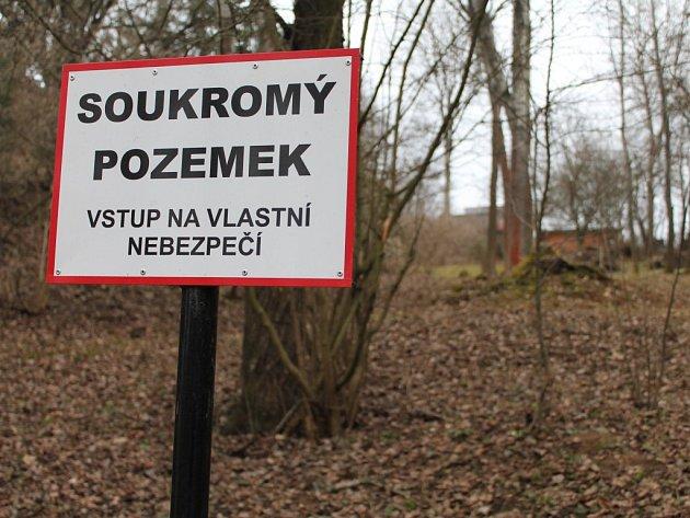 Borovinský zámeček i s pozemky možná opět změní majitele.