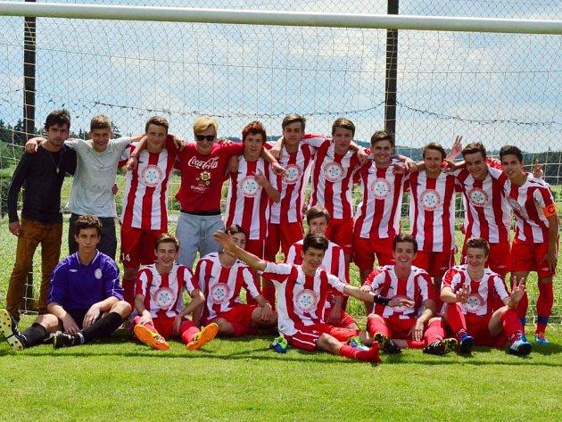 Pět hráčů z vítězného týmu mladšího dorostu HFK Třebíč v minulé sezoně bude letos působit ve starším dorostu