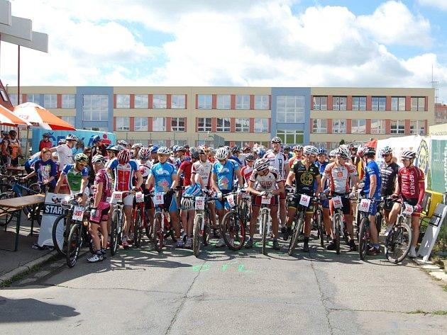rvní květnová neděle byla svátkem pro milovníky cyklistiky nejen z okresu Třebíč. Sportovní klub SHS Třebíč totiž pořádal již 5. ročník Čez MTB Maratonu horských kol.