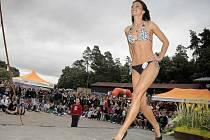 VERONIKA MANOVÁ Z JIHLAVY. Stala se letošní vítězkou soutěže Miss pláž 2011 v autokempu Wilsonka. Porotu oslnila především svojí volnou disciplínou – tancem. Pohyb je jí evidentně blízký.