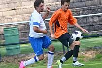 Absolutní nováček I. A třídy Nové Syrovice (v bílém) se ze Žďáru vrací nejenže bez bodu, ale nevstřelil ani gól.