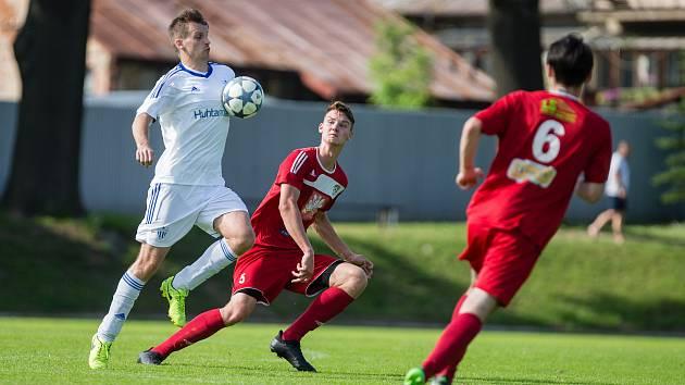 Bez několika stabilních opor posledních sezon zahájí nový ročník krajského přeboru fotbalisté Okříšek (v bílém).