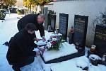 Zástupci města položili květiny na hrob Antonína Kaliny na Olšanských hřbitovech v Praze.