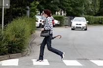 V ulici Marie Majerové mají chodci k dispozici několik přechodů. Chrání je omezení rychlosti na 40 kilometrů v hodině. Ulice vede napříč největším sídlištěm ve městě a je velmi frekventovaná. Jako opatření se přímo nabízí vybudování kruhového objezdu.