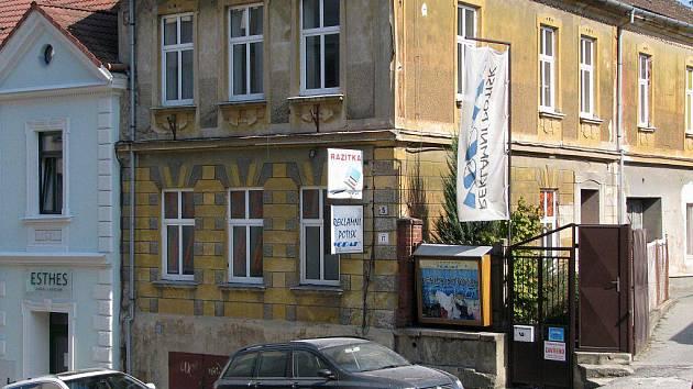 Pobočky firmy Vodak Print osiřely, firma je nyní oficiálně v insolvenci. Libor Vodák měl podle lidí, co ho znali, pevně zapuštěné kořeny v Třebíči.