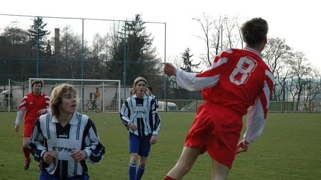 Jak to dopadne? Třebíčský mladší dorost (v červeném) se pokusí proti Slovácku zopakovat dobrý výkon z Vítkovic.