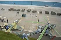Během středečního slavnostního nástupu základny došlo k odletu Albatrosů na nové působiště, kterým se stane základna v Čáslavi.