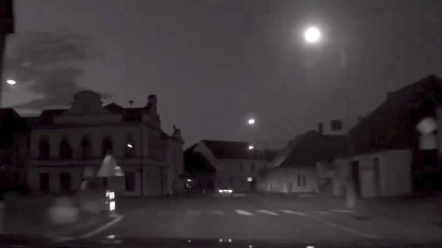 VIDEO: Jako v Kobře 11. Řidič prchá před policií, pokus nevyšel
