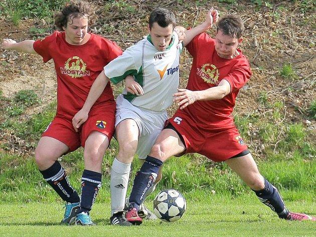 Sedm gólů padlo v zápase mezi Rantířovem a Náměští (v červeném) a vítězně vyšel tým z Jihlavska.